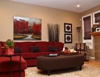 Красный диван в интерьере гостиной — 50 фото примеров
