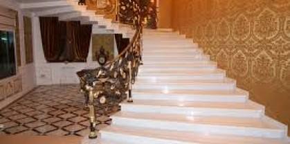 Преимущества применения каменных лестниц и ступеней в помещении