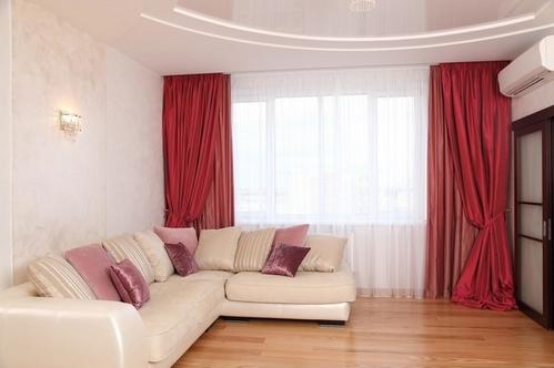 Красные шторы из тафты