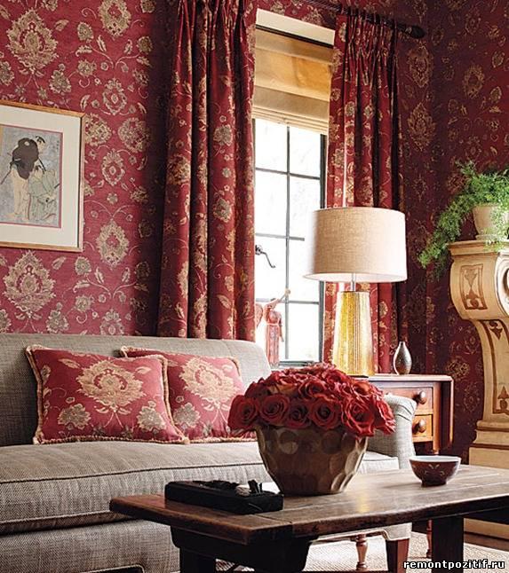Красные шторы с набивным «золотым» рисунком
