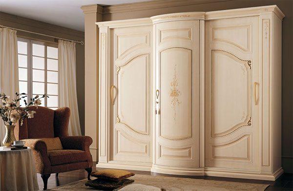 Шкаф в итальянском стиле для гостиной