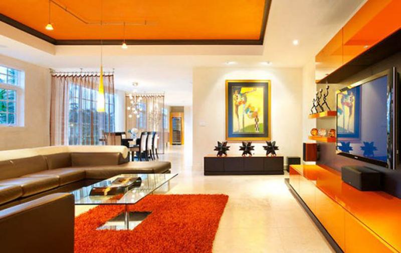 Яркая оранжевая гостиная