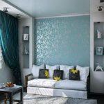 Небольшая гостиная в голубых тонах