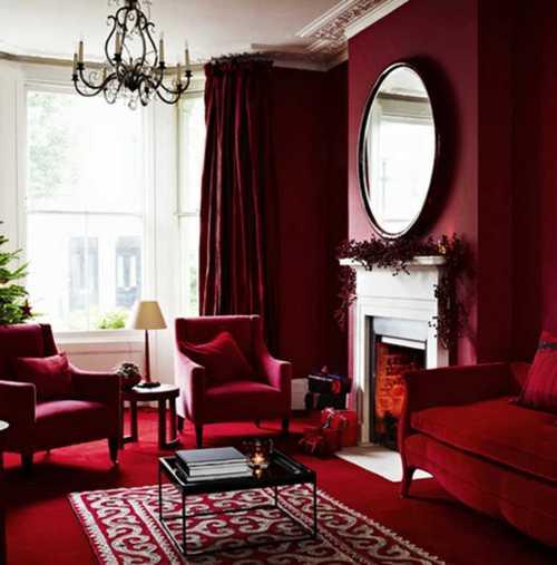 Красные шторы в красной гостиной