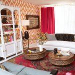 Красные шторы для гостиной в этно стиле