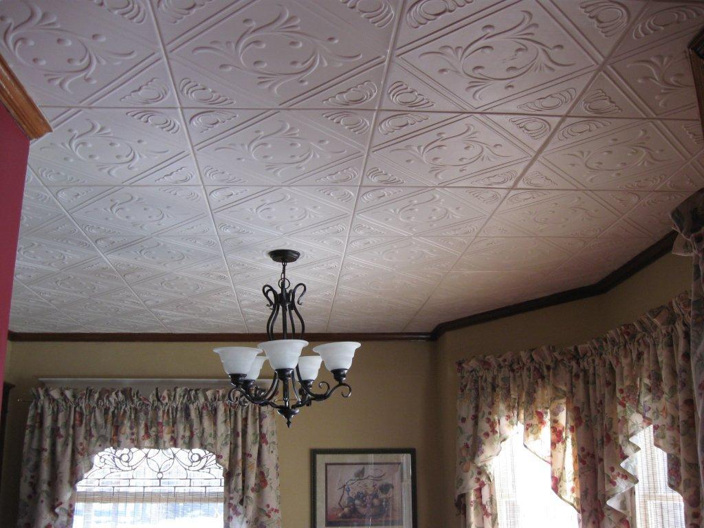 Пенополистирольные плиты для потолка в гостиной