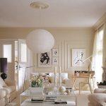 Античный интерьер гостиной в бежевом цвете