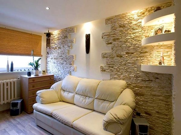 Частичная отделка стены декоративным камнем