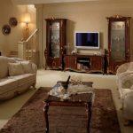 Итальянская мебель в интерьере гостиной в классическом стиле