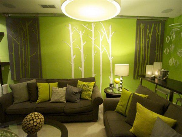 Дизайн уютной гостиной с использованием зеленых оттенков.