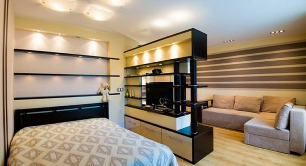 Зонирование гостиной спальни с помощью освещения