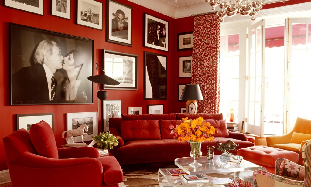 Интерьер гостиной в красных тонах фото