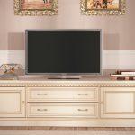 Тумба под телевизор в классическом стиле