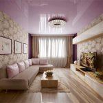 Сиреневый глянцевый потолок в интерьере гостиной спальни