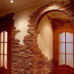 Дизайн арки декоративным камнем.