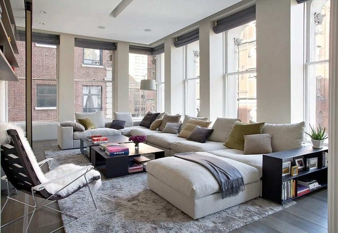 Обилие диванных подушек