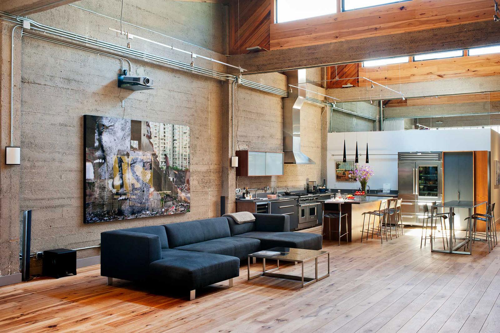 Деревянный пол в интерьере в стиле лофт