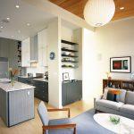 Интерьер кухни-гостиной в серых тонах