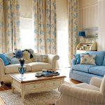 Сочетание бежевого с голубым в интерьере гостиной