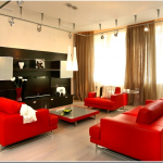 Сочетание красного и коричневого цвета в интерьере гостиной