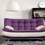 Двухцветный диван в гостиной