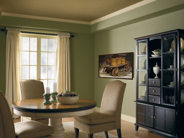 Черная мебель в интерьере гостиной
