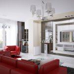 Красный кожаный диван в кремовом интерьере