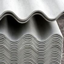 Несложный процесс укладки шифера на крышу