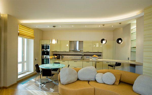 Матовый потолок в кухне-гостиной